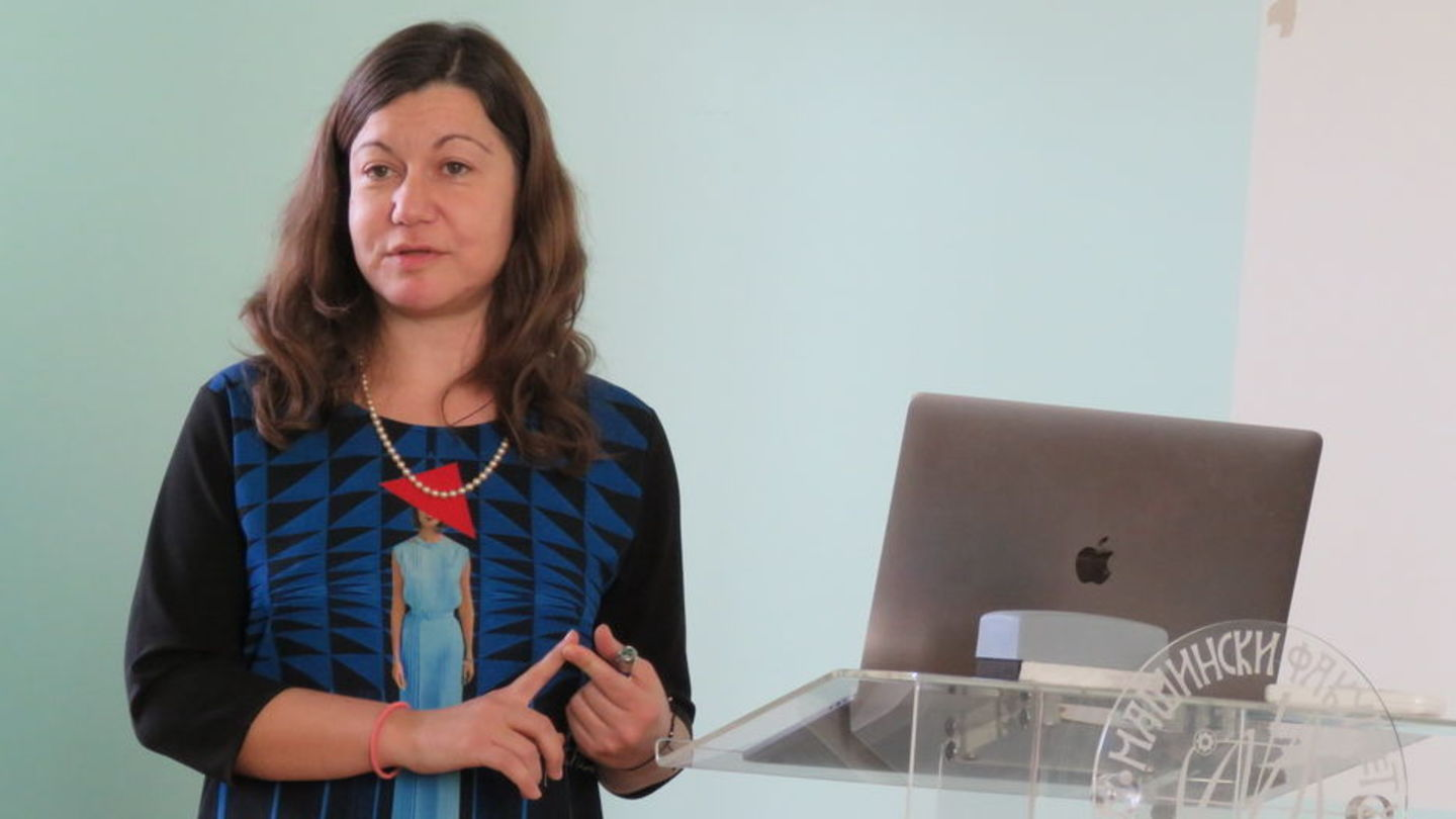 Assistant Professor of Bioengineering Bojana Gligorijević presenting during one of her lectures.