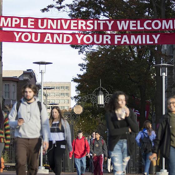 students crossing Broad Street